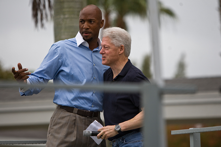 Alonzo Mourning with President Bill Clinton