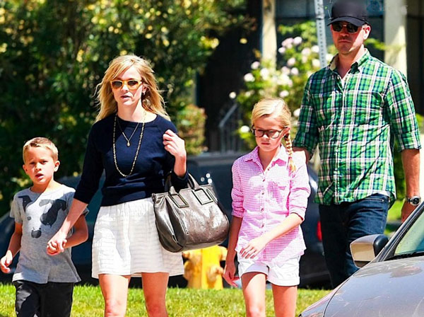 reese-witherspoon-jim-toth-family-church