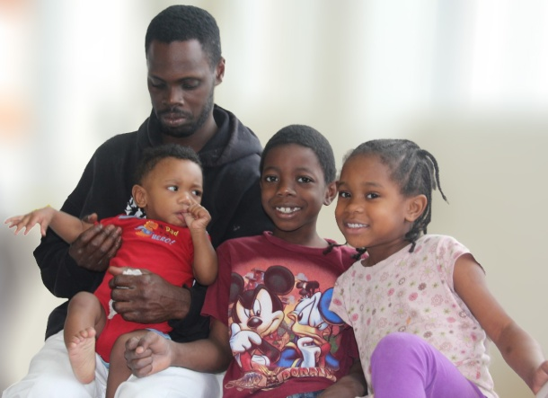 formerly-homeless-father-and-kids